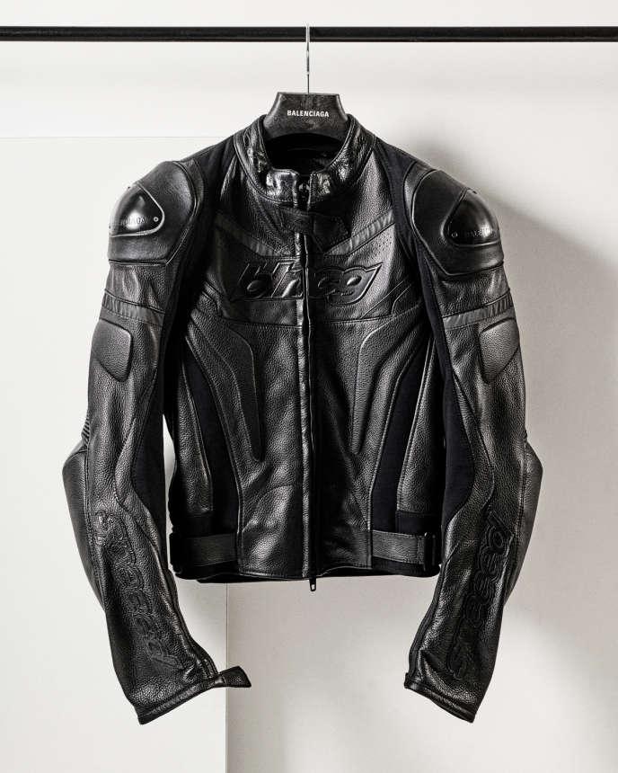 Blouson de biker en cuir, Balenciaga, 5900€.