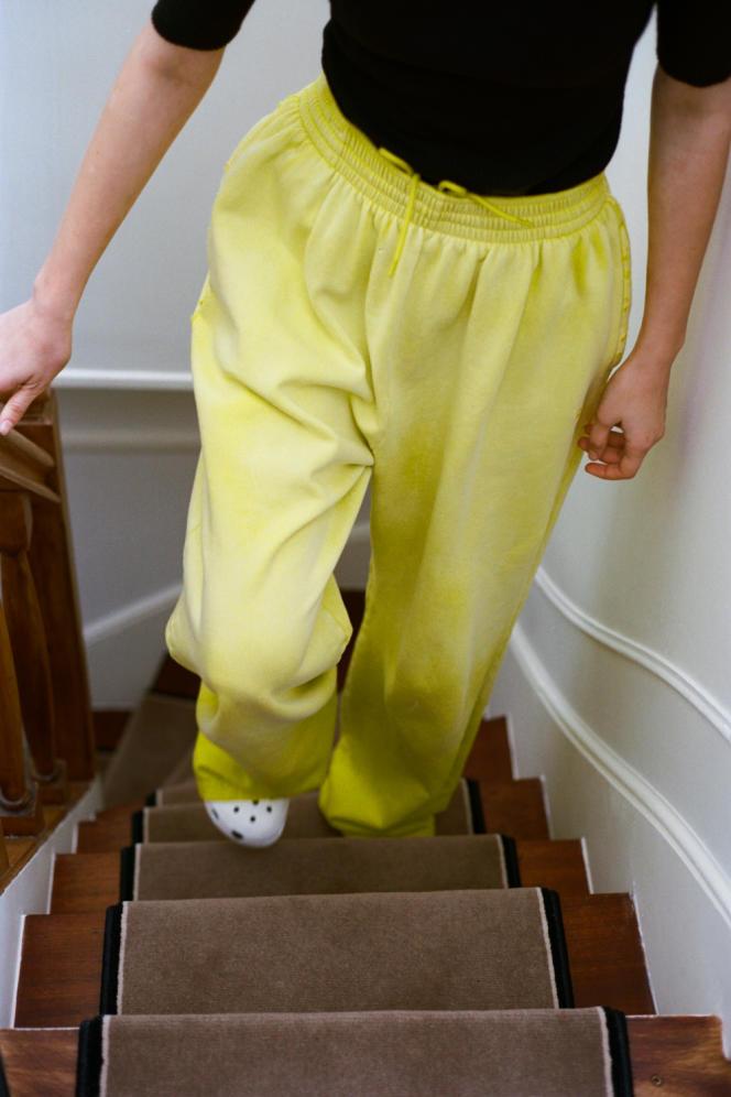Pantalon large en polaire, Balenciaga, 825€.