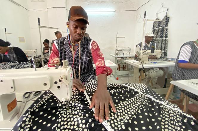 Dans l'atelier de la marque Lakelle, à Douala, au Cameroun, en mars 2021.