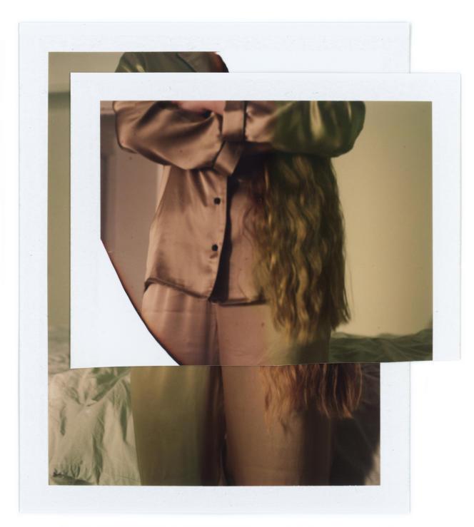Pyjama en satin de soie, Intimissimi, chemise 89,90€ et pantalon 69,90€.