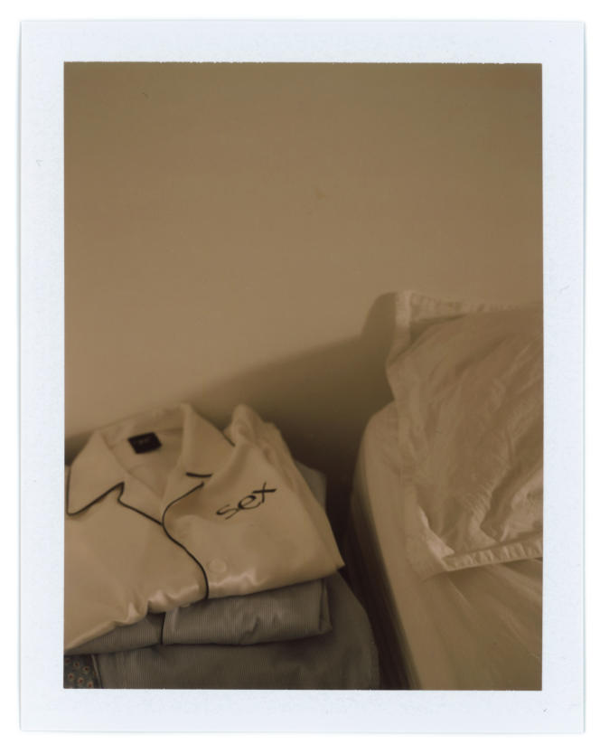 Pyjama en satin de soie, More Joy by Christopher Kane, 426€.