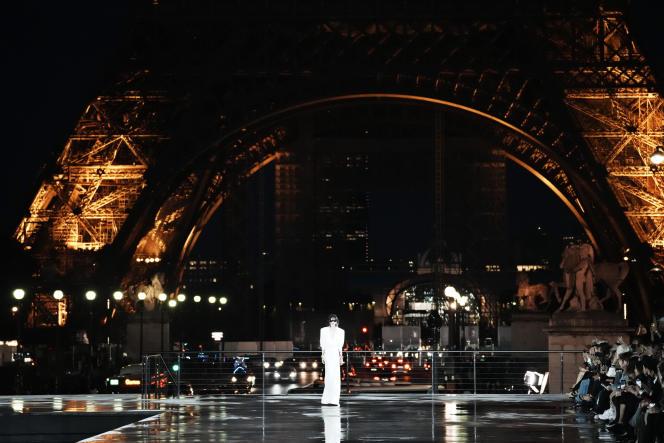 Saint Laurent, qui avait annoncé quitter le calendrier officiel de la Paris Fashion Week en avril2020, a fait son retour le 28 septembre.