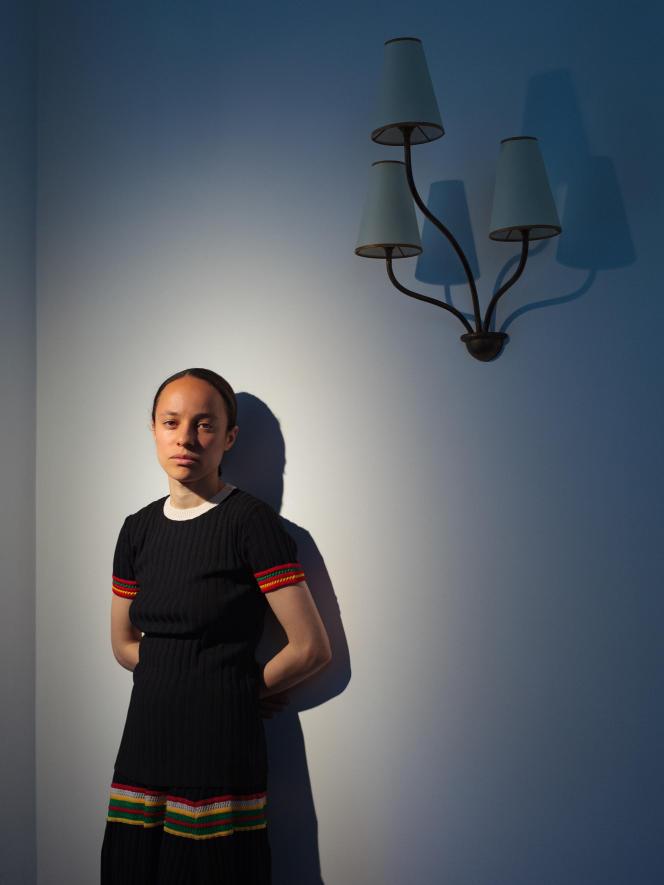 Grace Wales Bonner dans son appartement londonien, le 2 juin 2021.