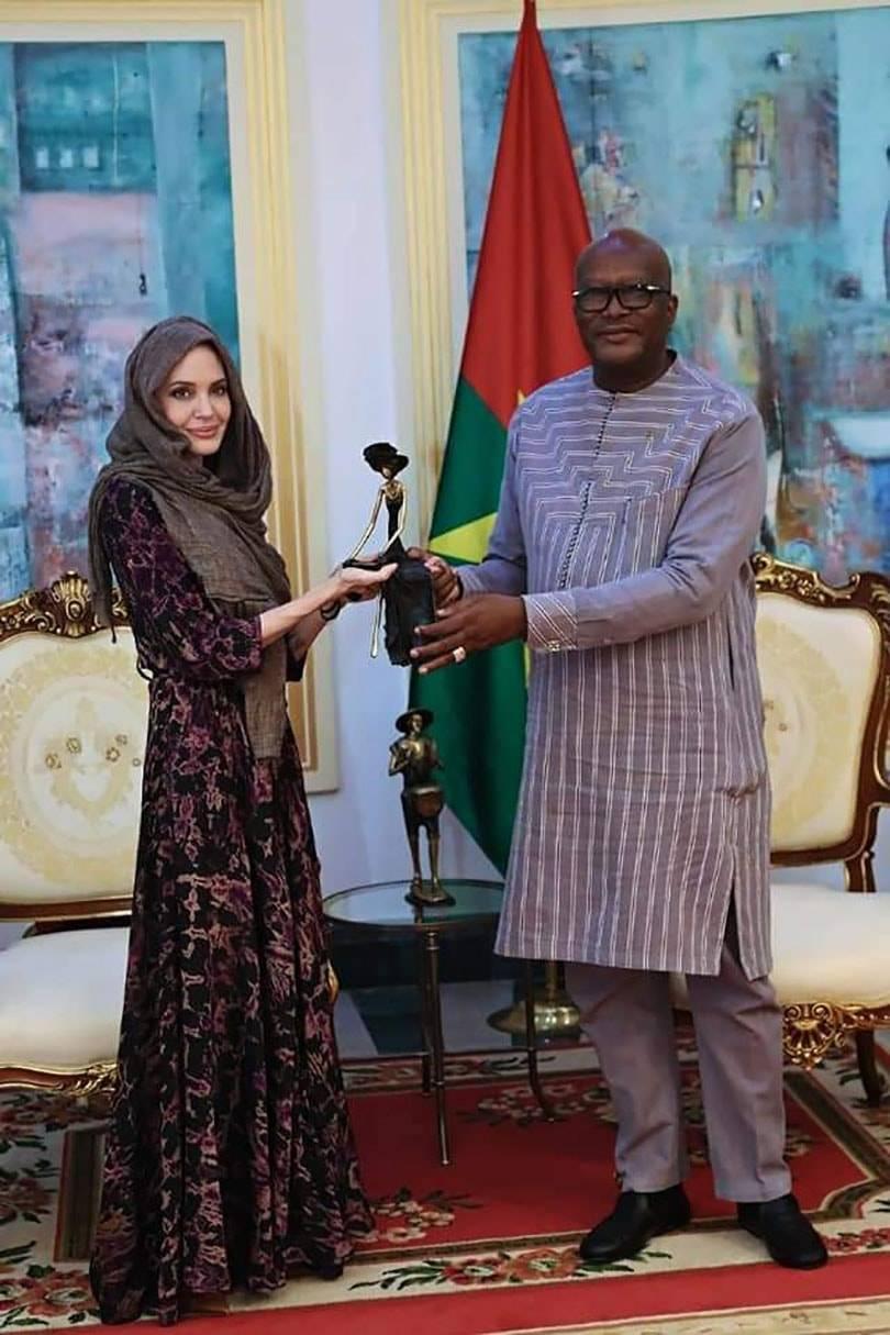 Qui est Sébastien Bazemo, le designer burkinabè qui a habillé Angelina Jolie?