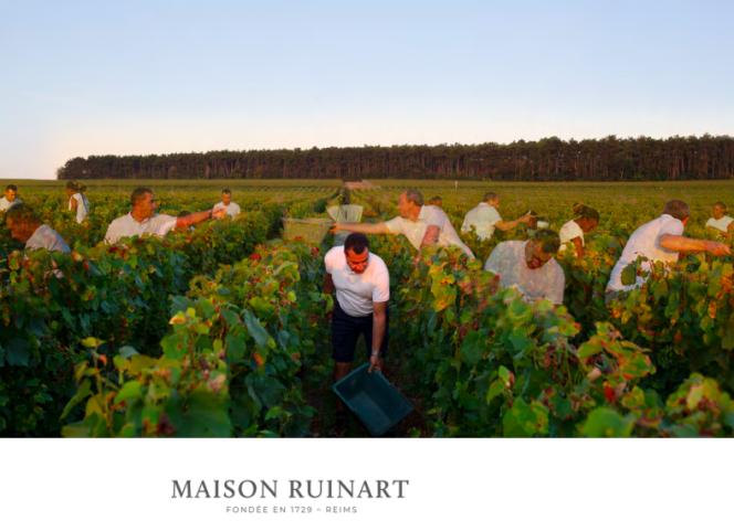 La photographe Gosette Lubondo s'est invitée en surimpression sur les clichés qu'elle a réalisés pour la marque de champagne Ruinart en 2020.