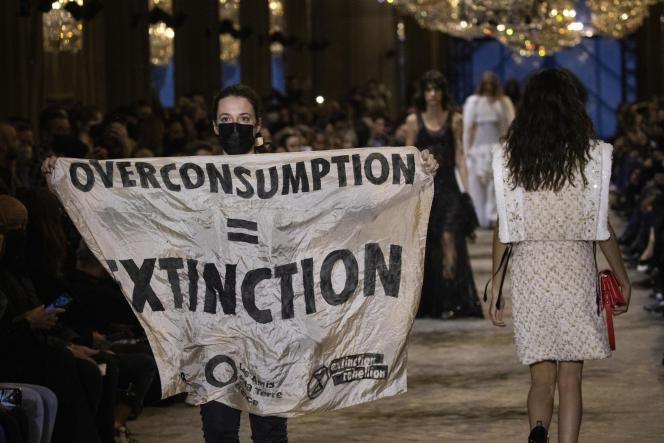 Lors du défilé de prêt-à-porter Louis Vuitton printemps-été 2022 à Paris, le 5octobre2021.